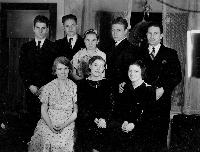 thumbnail of 19351225_family_christmas_1935.jpg